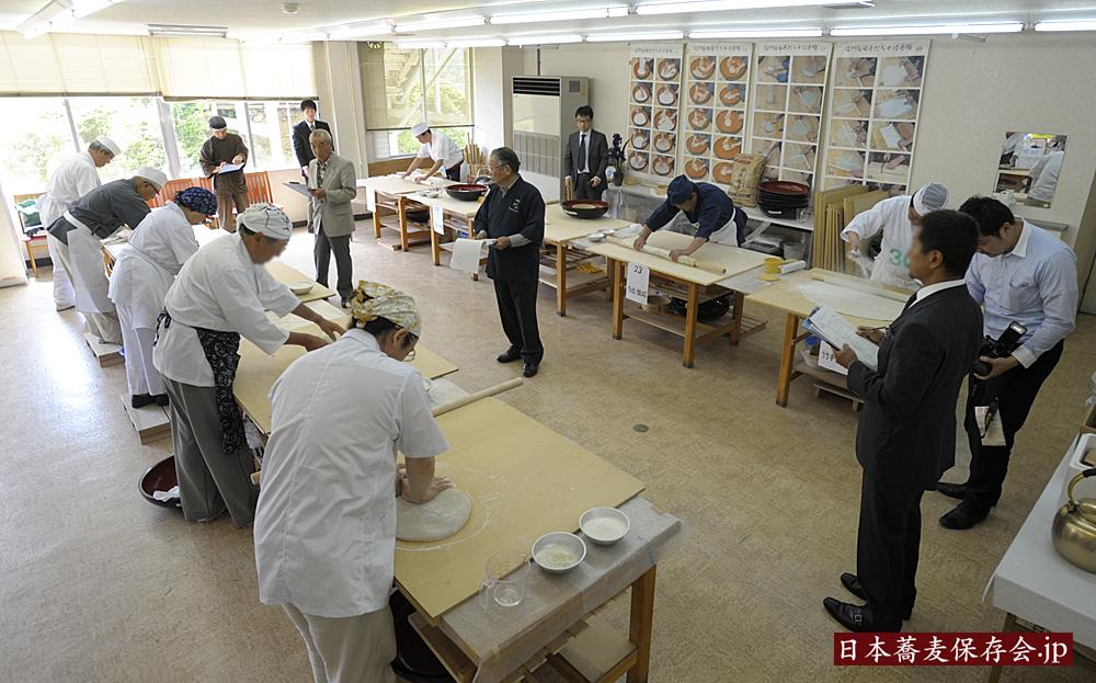 2014年5月24日、長野県飯田市で開催した、第一回・日本蕎麦伝統技能保持者認定会の様子です。