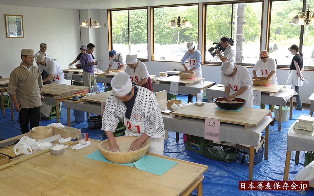 2014年7月3日、第二回、日本蕎麦伝統技能保持者認定会を、信州・戸隠で開催しました。